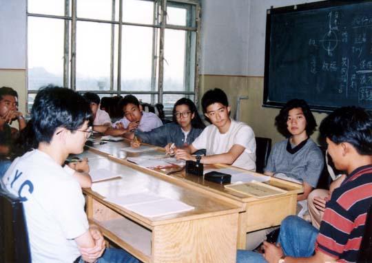 日本語が英語についでの第2外国語。