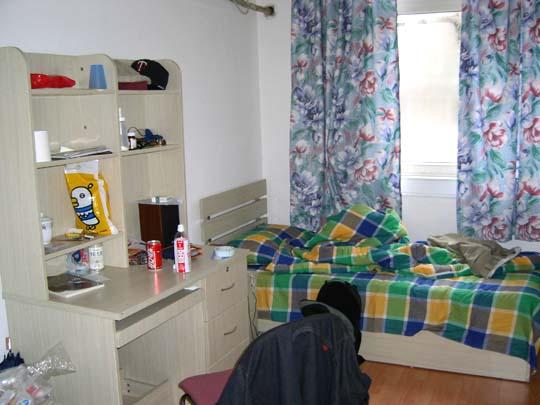 派遣された日本語教師は、学校から無償提供されるマンションタイプの寮やアパートに滞在します。